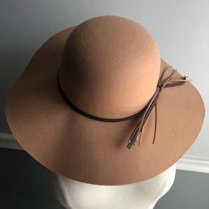 NWT Le Ciel Wide Brim Hat with Tassel Detail